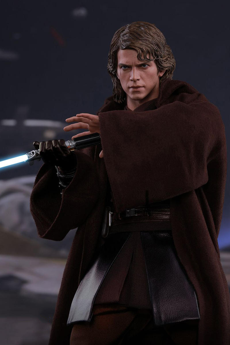 Hot Toys Collectible Star Wars Anakin Skywalker Figure