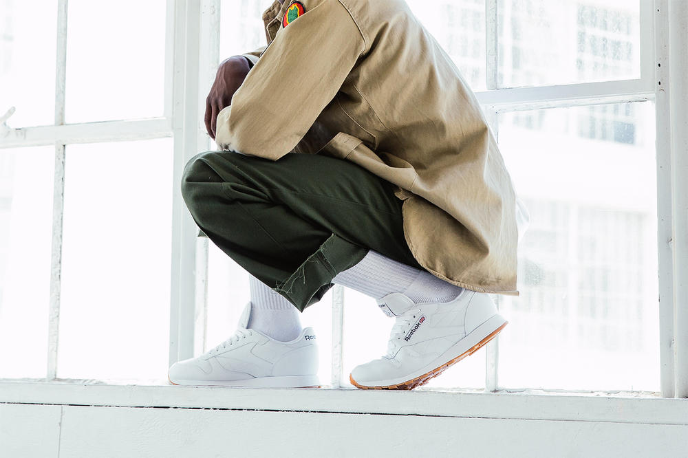 Reebok Classic Leather in white Buddy squatting on window