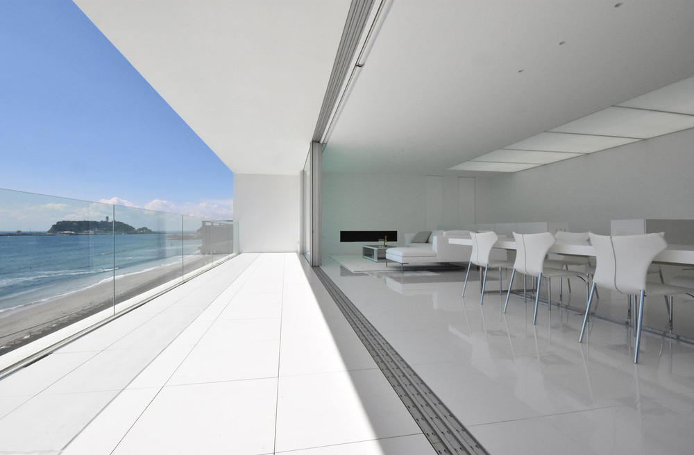 Seaside House in Kanagawa by Shinichi Ogawa Associates