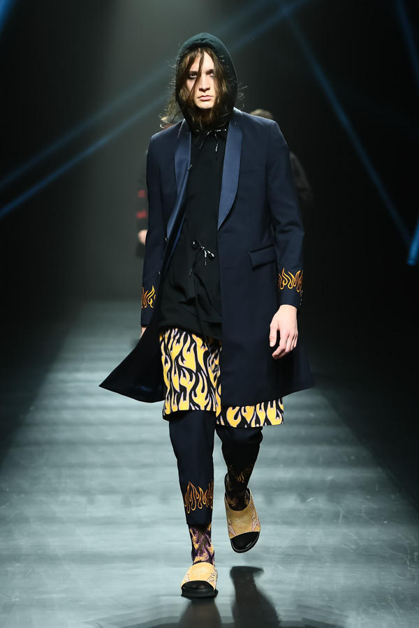 DISCOVERED 2018 Spring Summer Collection DHL Runway