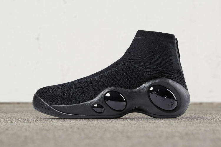 e04419a8348 Nike Drops the All-Black Zoom Flight Bonafide