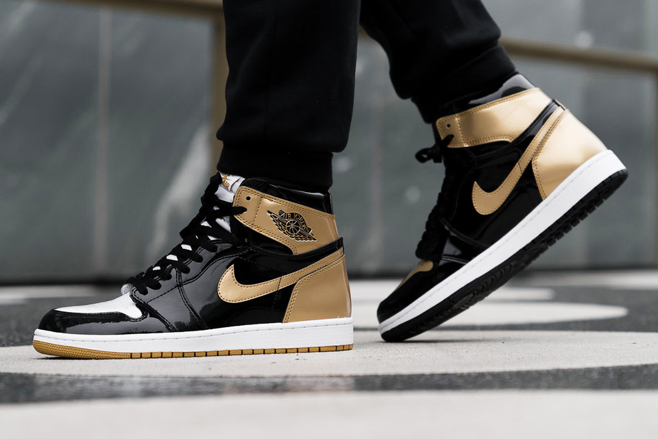 8e67600b6ade9a Air Jordan 1 Top 3 Black Gold On-Feet Shots