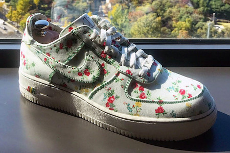 """G-Dragon Is Gifted a Nike Air Force 1 Low """"Flower Road"""" Custom"""