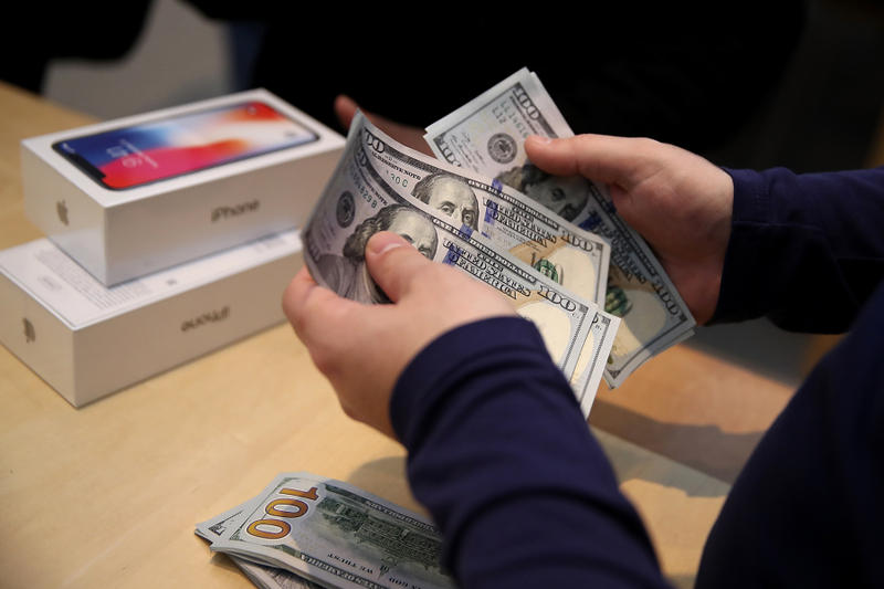 Thieves Steal $370,000 USD iPhone X UPS Tim Cook money purchase apple store robbers rob units slaes san francisco three 3 husky men truck