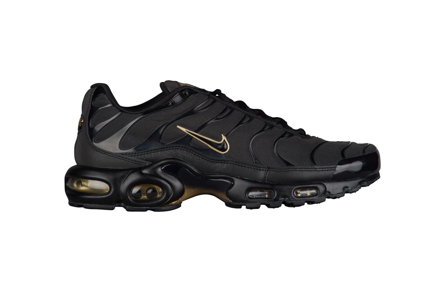 Nike Air Max Plus in Black \u0026 Metallic