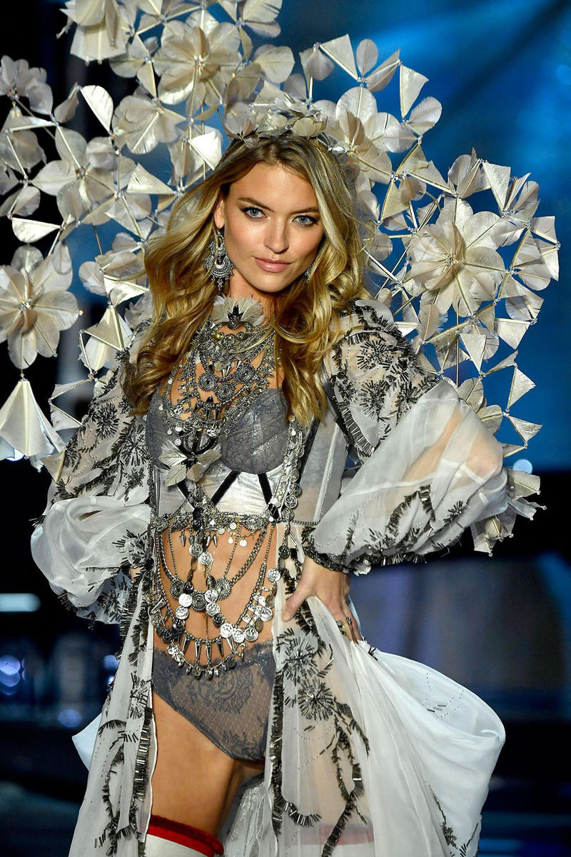 Victoria's Secret Runway Show 2017 Balmain Olivier Rousteing lingerie Candice Swanepoel, Grace Bol, Elsa Hosk Lais Riberio Champagne nights fantasy bra Harry Styles Miguel Jane Zhang Leslie Odom Junior Shanghai Mercedes-Benz china