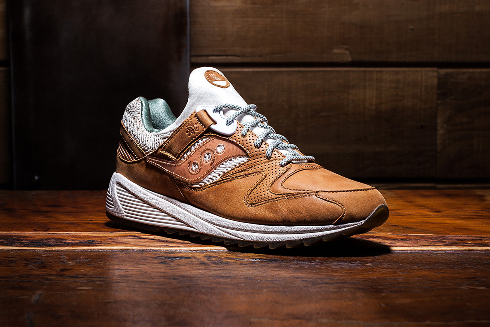 saucony leather shoes