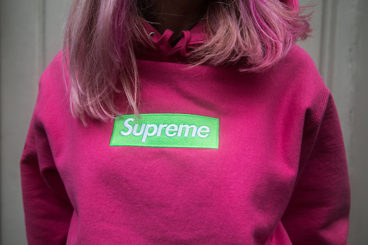Supreme s London Fans Brave the Rain to Flex in Fresh Box Logos be981dfa0c20