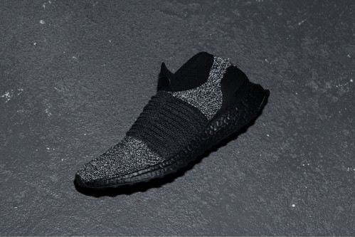 adidas UltraBOOST Laceless Oreo Colorway