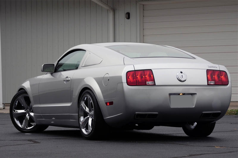 Ford Mustang Iacocca Silver Edition Auction 2009 45th anniversary car black grey