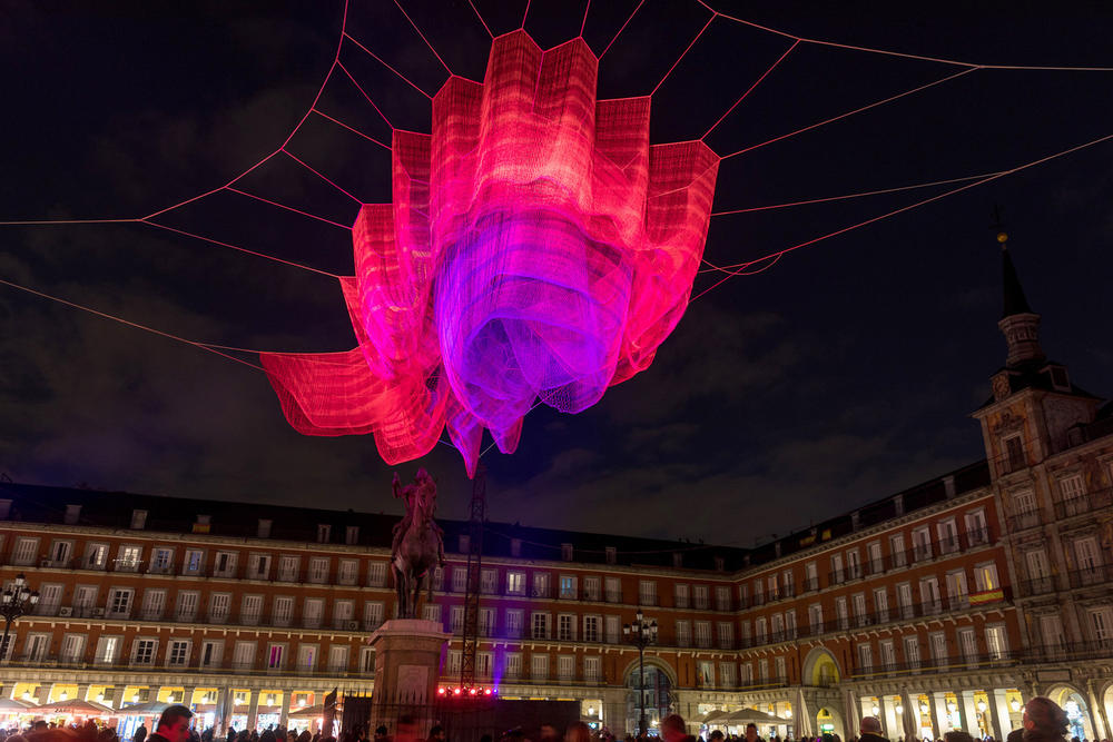 Janet Echelman Time Inspired 178 Madrid Thread Sculpture 2018 february 400 anniversary spain