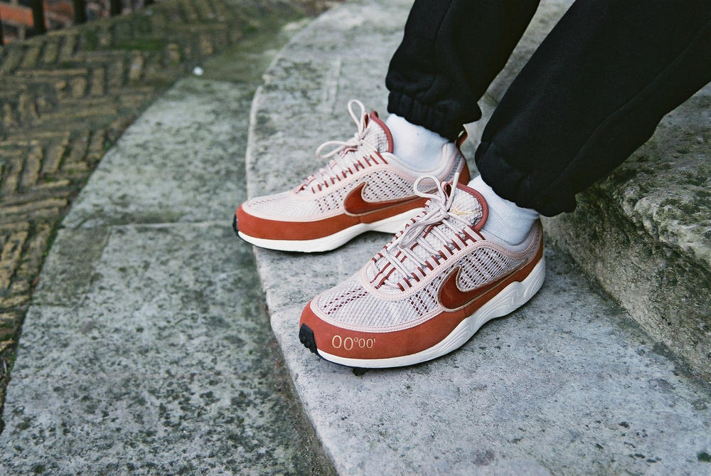 Nike GMT Pack UK Exclusive Air Max 98 Air Zoom Spiridon White/Gold Colorway White/Red Colorway