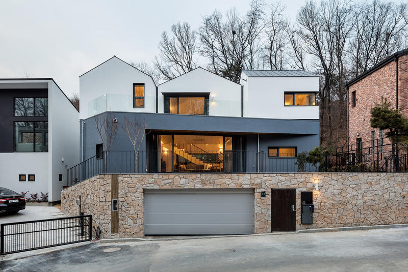 Three roof house in south korea by plain works hypebeast - Mansions in south korea ...
