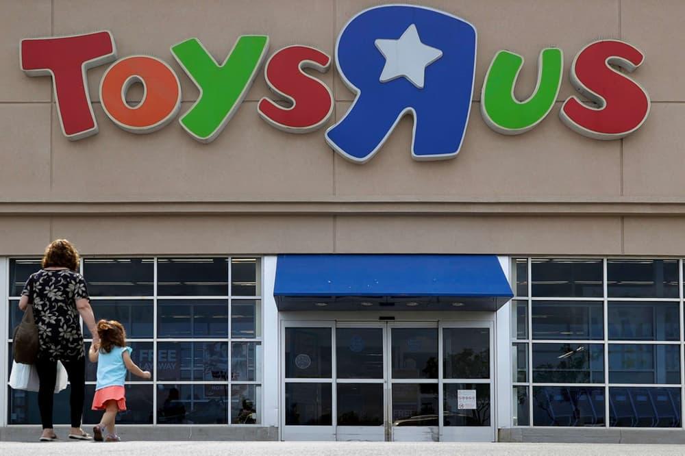 Toys R Us Liquidate Closing liquidation toys children kids