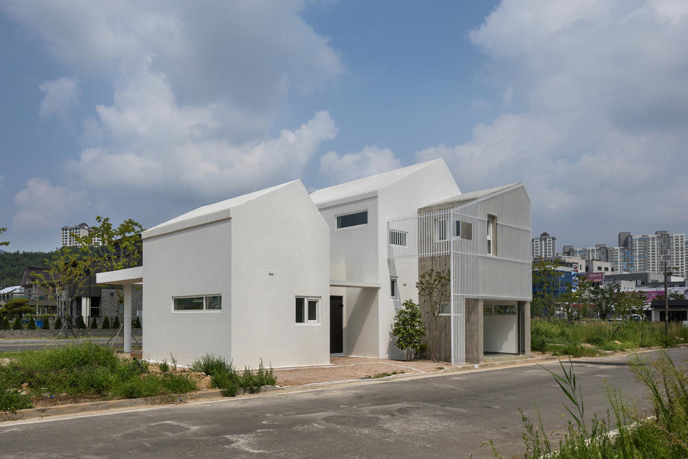 Architects Group RAUM Yangsan Eorinjip South Korea Homes Houses Interior Exterior Modern White Design Wooden Decking Compartments Architecture Inspiration