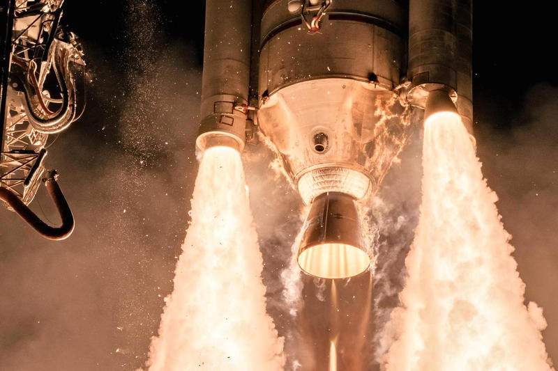 Four Photographers SpaceX Falcon Heavy 9  Rocket Launches Elon Musk CNBC