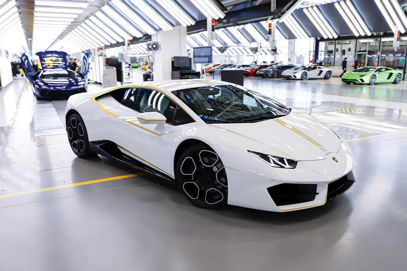 Lamborghini Huracan RWD Coupe Auction Vatican Pope Francis Vatican Flag Ad Personam Program