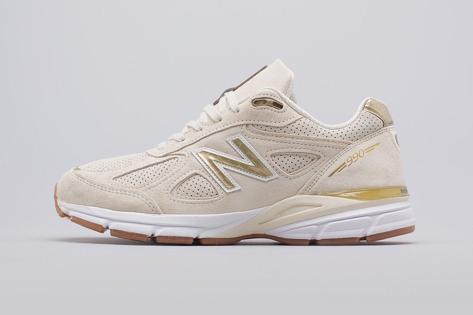huge discount e297d 33f0c New Balance Swathes the 990v4 in Off-White Pigskin Suede