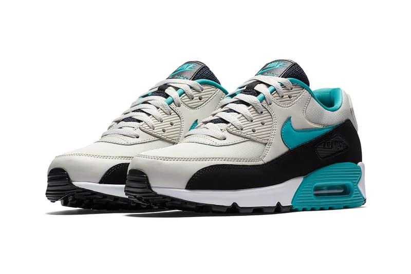 newest 8d0f7 76ba0 Nike Air Max 90 Essential