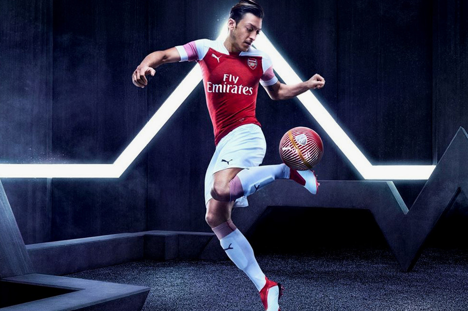 Arsenal 2018 19 PUMA Home Kit Video  cd5298ca9