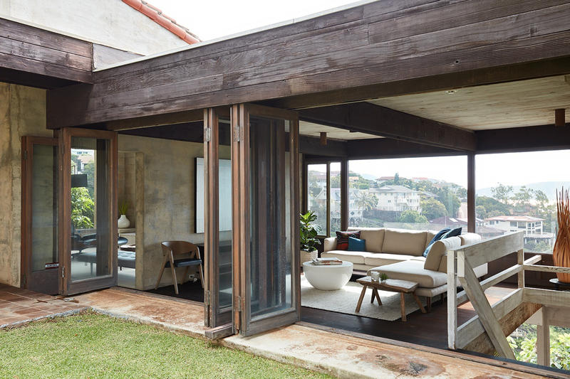 Ehupua House Honolulu For Sale Landscape Scenery Views Award-Winning Architect Sid Snyder Built 1969 Glazed Doors Lawn Indoor Outdoor Living Pacific Coast Seaview