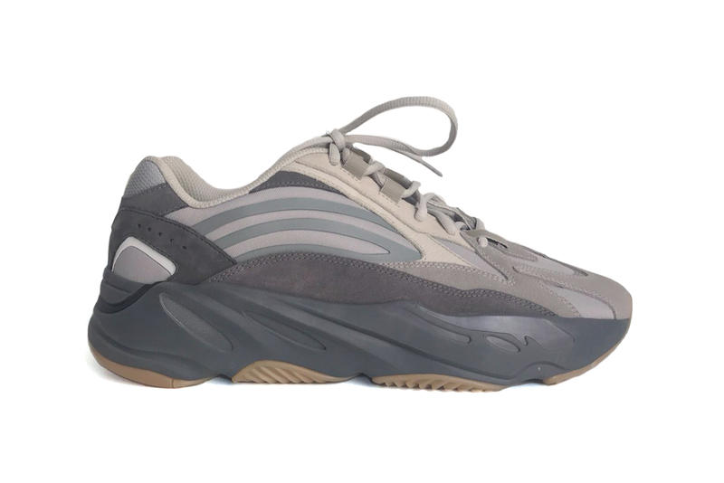 Kanye West adidas YEEZY 700 V2 Q4 Sneakers Runners black grey white beige gum