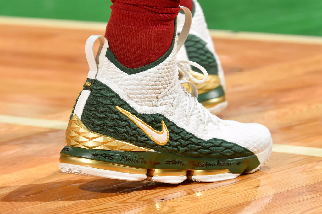 great fit 93b06 dc7e1 LeBron James Dons Nike LeBron 15