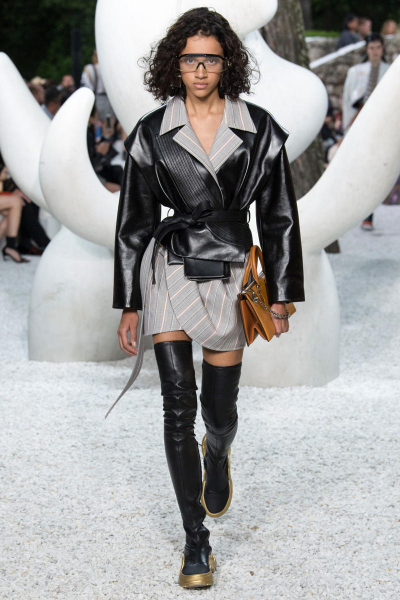 Louis Vuitton Resort 2019 Collection Show nicolas ghesquiere womanswear grace coddington accessories sneaker boots sunglasses