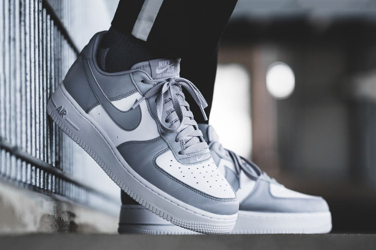 Nike Simplifies the Air Force 1 Low With a White Grey Color Scheme 5dbe0ebac
