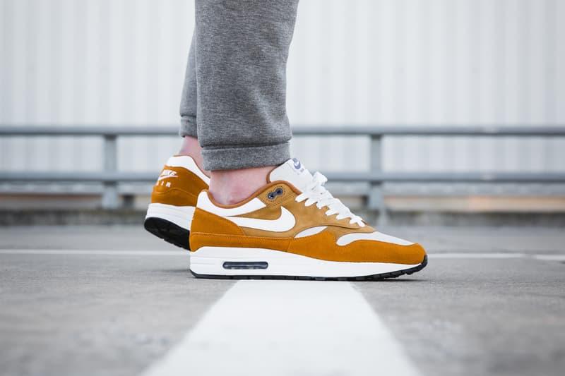 air max 1 orange on feet