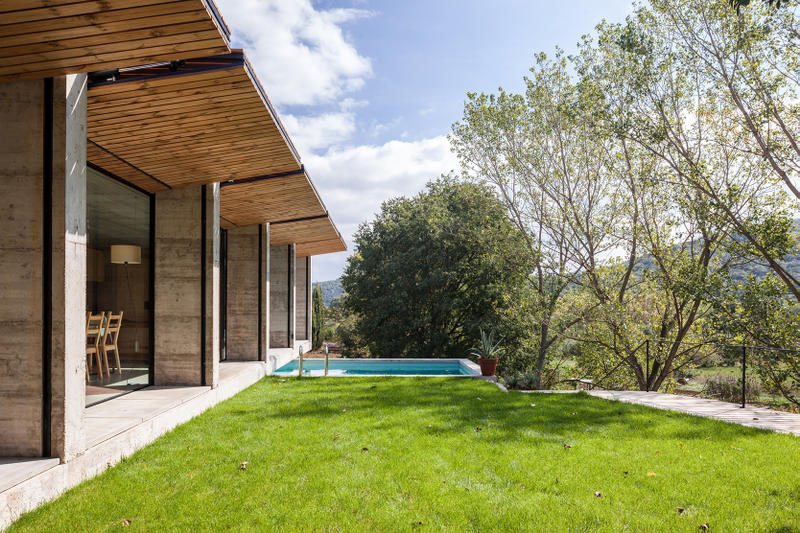 Retina House Arnau estudi D'Arquitectura Spain Houses Modern Catalonia Santa Pau Countryside Open-Plan Inspiration Design Interior Look Around Rent Home