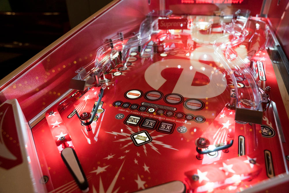 Supreme Stern Pinball Machine video pictures