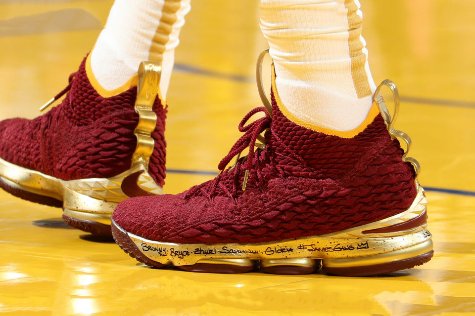 online store 56207 50e79 LeBron James Wore a Burgundy   Gold Nike LeBron 15 PE for Game 2 of the NBA  Finals