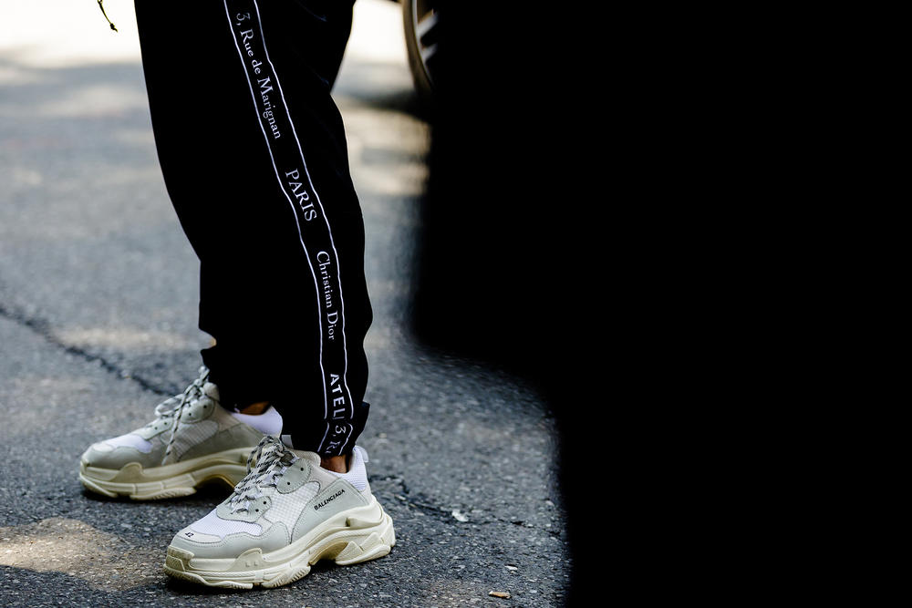milan fashion week street style spring summer 2019 balenciaga triple s white cream dior homme sweatpants black
