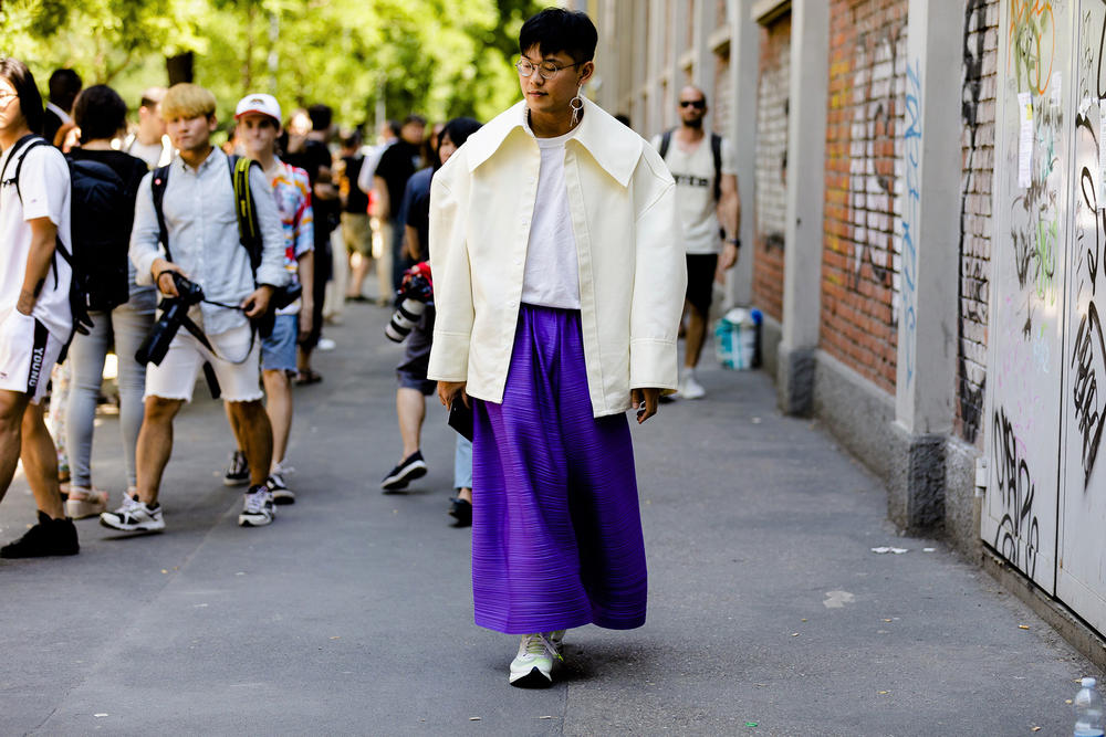 milan fashion week street style spring summer 2019 blue wide skirt pants beige jacket oversized white tee shirt thin glasses earrings nike vapor fly 4