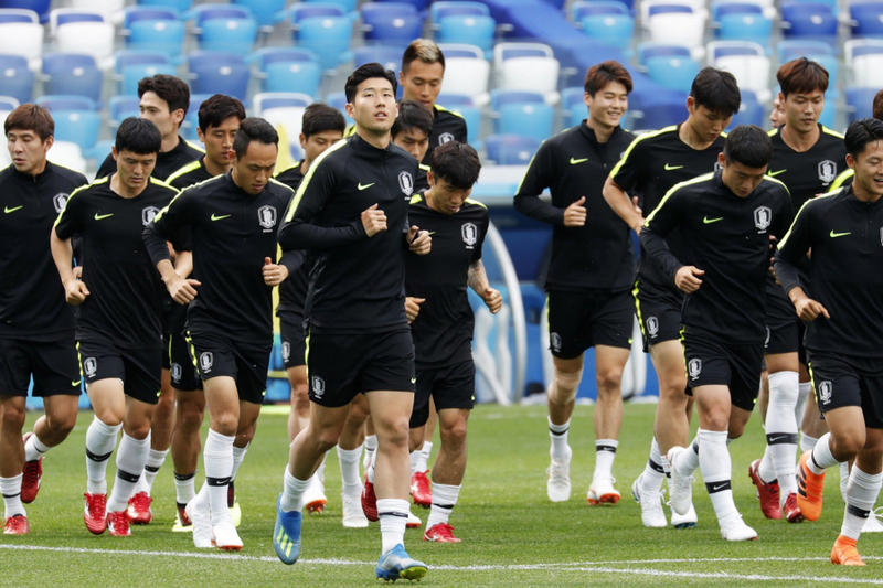 80e241444 South Korea Soccer Football Team Switch Jerseys Confuse Swedish Spy Sweden 2018  Fifa World Cup training