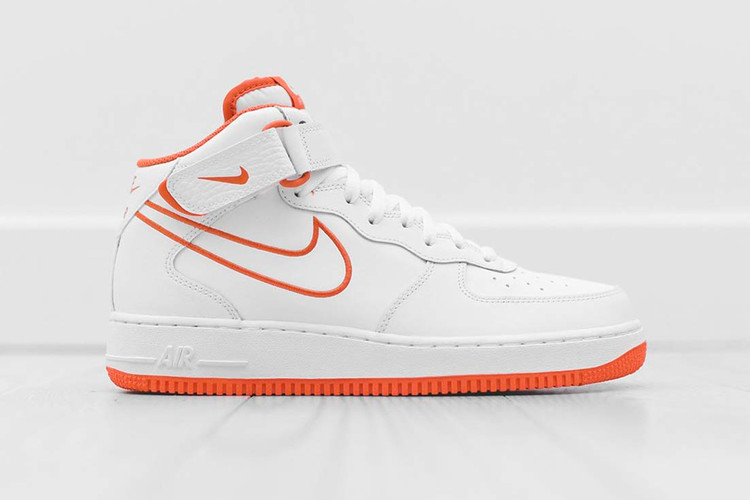 sports shoes 0ddd8 aff41 The Nike Air Force 1 Mid Receives a