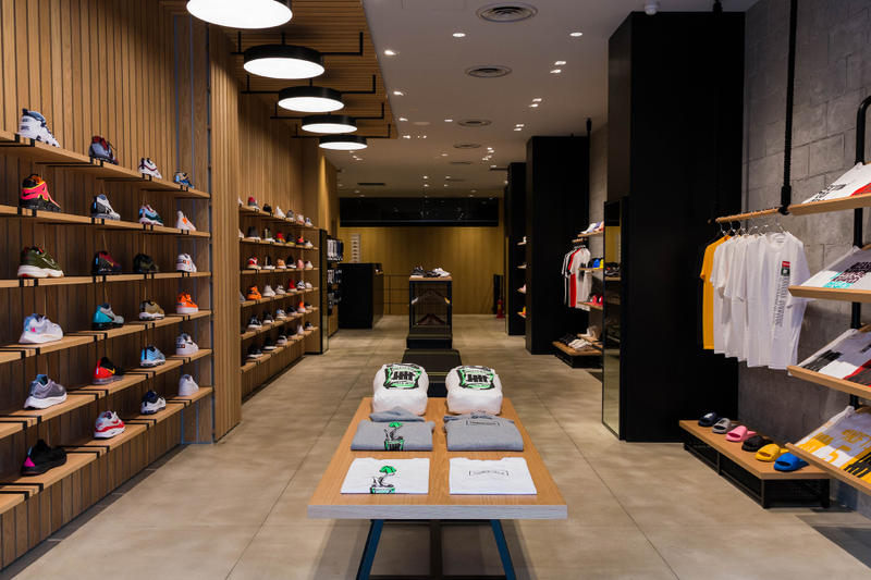 UNDEFEATED Harajuku Meiji-Dori Store Opening inside closer look nike kobe zoom 1 protro collaboration japan