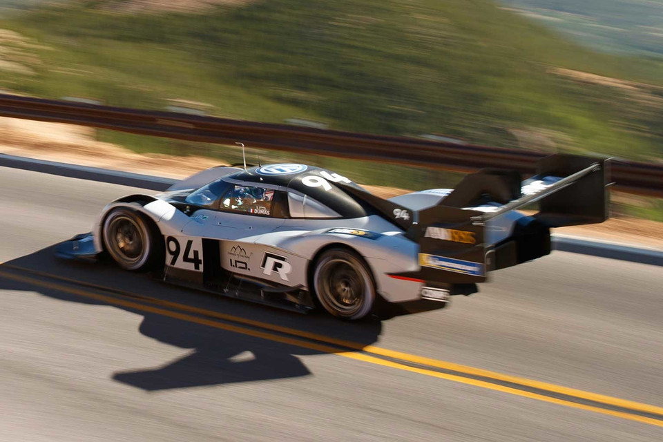 Watch This Volkswagen I D R Ev Break Pikes Peak S Previous World Record