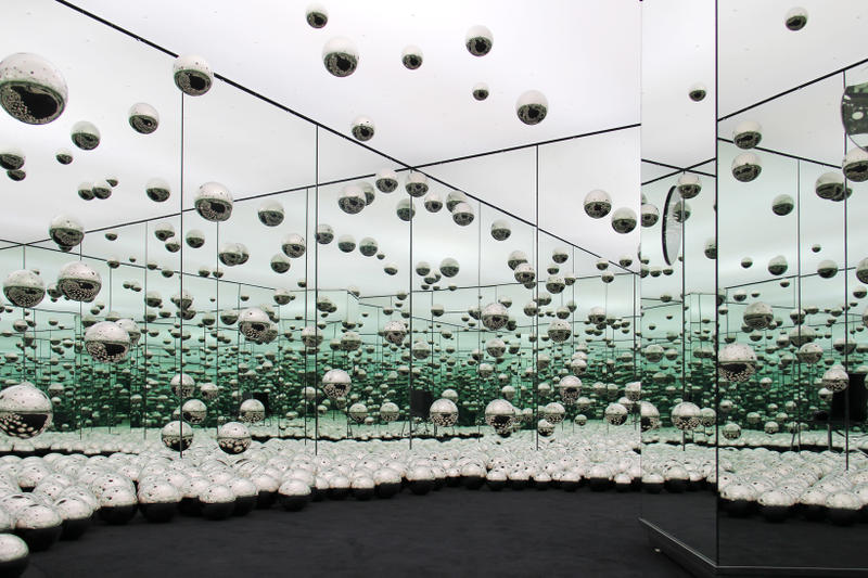 wndr museum yayoi kusama infinity mirror room installation artwork chicago