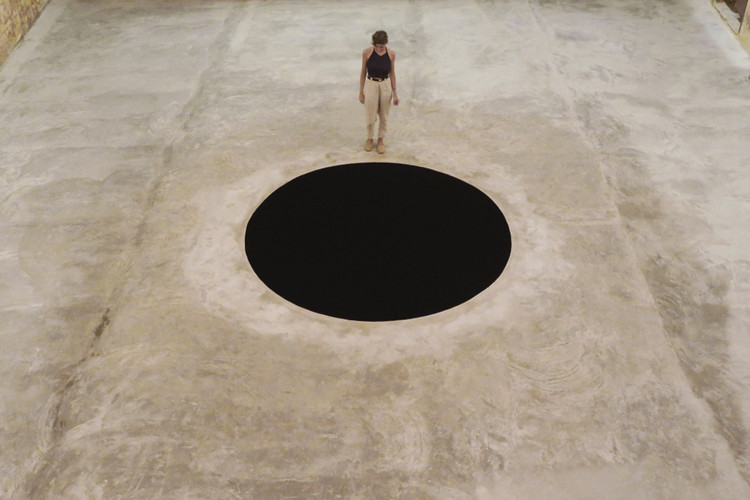 2f1e2ea461a62 Man Hospitalized After Falling Into Anish Kapoor s  Descent Into Limbo   Installation