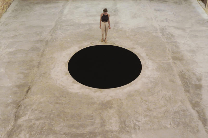 anish kapoor descent into limbo museu serralves installations man falls accident