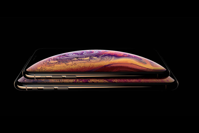 apple iphone xs model gold color design first look exclusive image photograph smartphone flagship model august 30 2018 specs