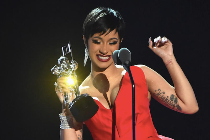 Cardi B Best New Artist Award 2018 MTV VMAs