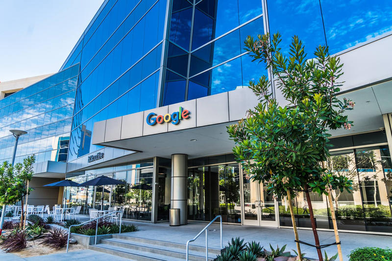 Google Chicago Retail Space Home Pixel Hardware 14000 Square Foot Store Design Tech Midwest