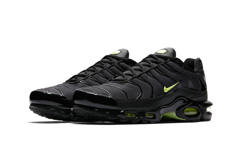 542ce8e8eb4dd nike air max plus night ops black volt glow wolf grey 2018 footwear nike  sportswear