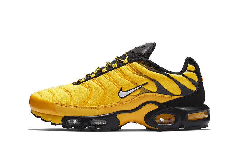 uk availability e4272 90b7c Another colorway of Nikes Air Max Plus has surfaced. The forthcoming drop  mixes black, white and tour yellow throughout. Its entire neoprene upper  sees the ...