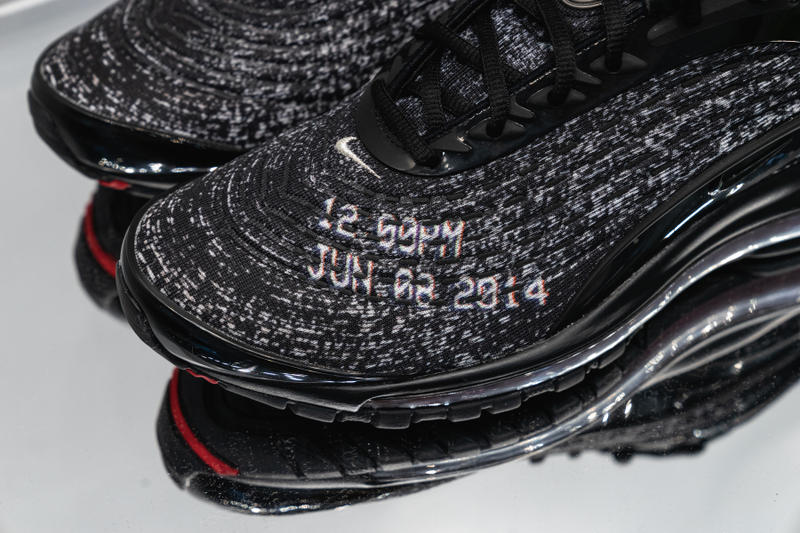 Skepta Nike Air Max Deluxe Closer Collab Look collaboration Black Red  Static NEVER SLEEP ON TOUR f23d1776a