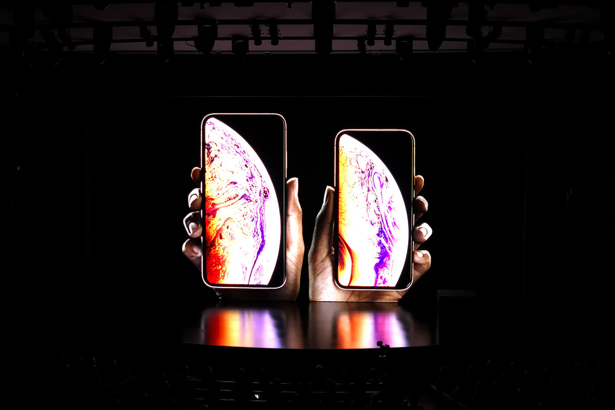 Apple iPhone XS Macbook Pro Apple Watch