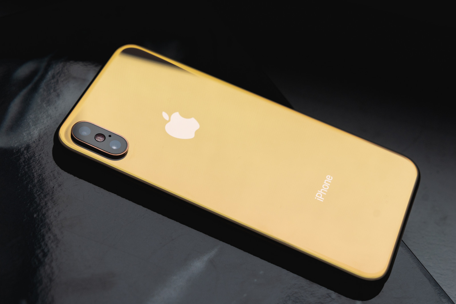 Apple iPhone Xs/Xs Max/XR First Closer Look Gold iPhone X iPhone XC Plus